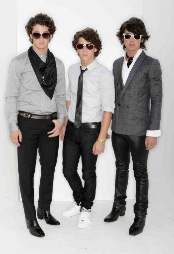 jonas-brothers-skinny-jeans